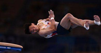 Carlos_Yulo_Olympics_vault_Vivafilipinas